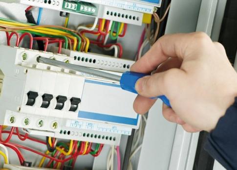 Instalaciones eléctricas hasta 1000 volts y 10 kw